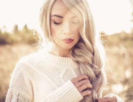 איך לשקם שיער יבש בקיץ