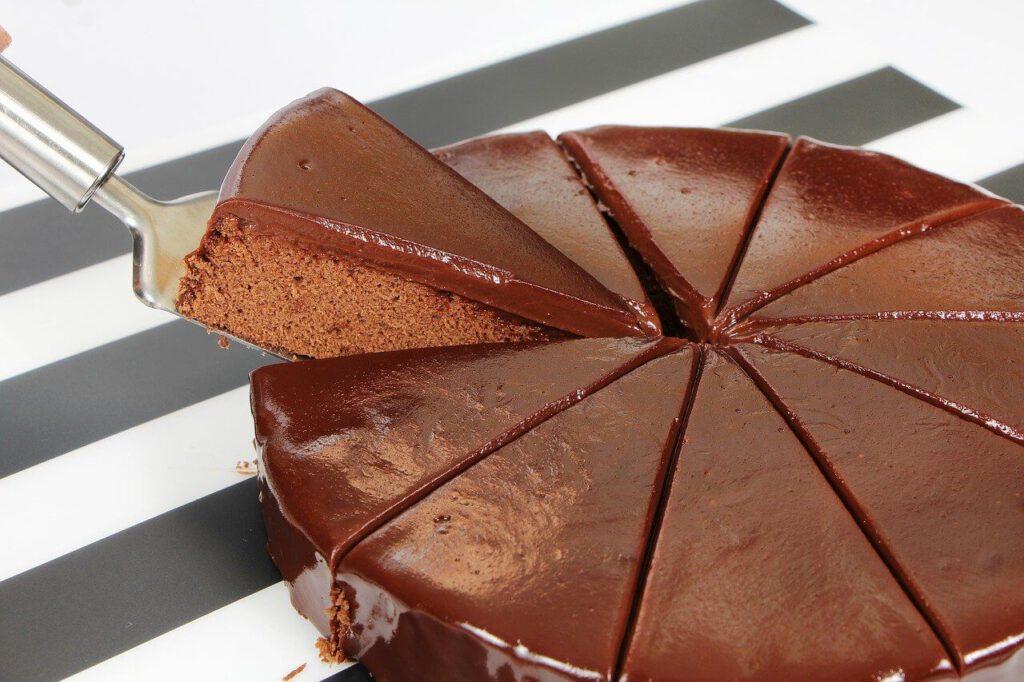 איך להכין עוגה שוקולדים עם ציפוי